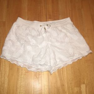 Lilly Pullitzer white pineapple shorts NWT